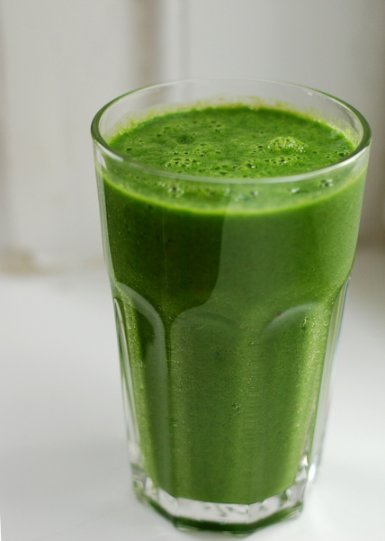 top_19-6-2014_spinach_banana_smoothie_235