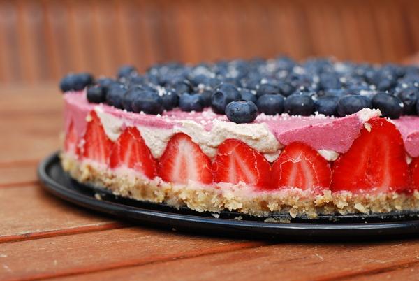 top_21-6-2014_strawberry_icecreme_cake_217